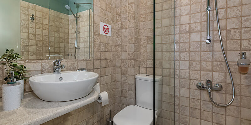 sinlge room bathroom